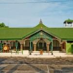 Guru Ngaji di masjid-ad-darojah