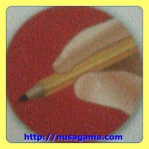 Cara Pegang 1.Pensil dengan 2 jari - Telunjuk dan Jempol