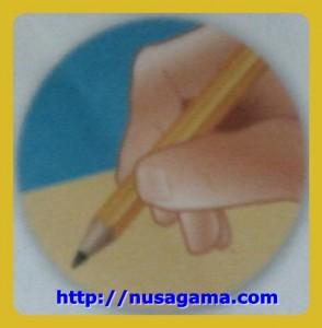 Cara Pegang 3.Pensil dengan 2 jari - Telunjuk dan Jempol lalu dekatkan dg ujung pensil