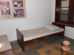 43-museum-ugm-tempat-tidur-barak-obama